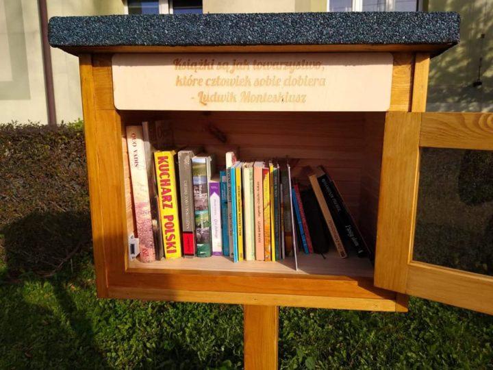 Powstały biblioteczki plenerowe. Szybko zniszczono jedną z nich