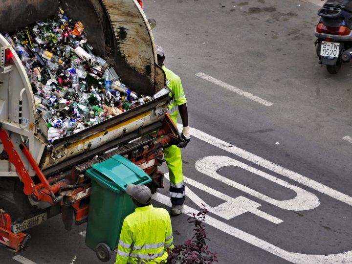 Nieudolne samorządy i podwyżki za odbiór śmieci