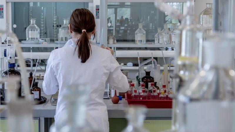 Wirus SARS-CoV-2 może atakować centralny układ nerwowy
