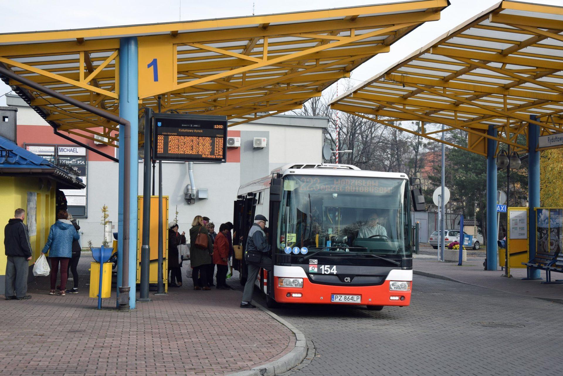 W autobusach MZK Jastrzębie tylko przednim wejściem