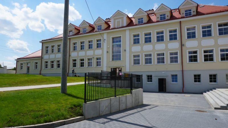 Uczniowie z Jastrzębia wrócą do odnowionej szkoły