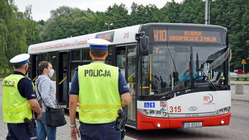 Policja kontroluje autobusy
