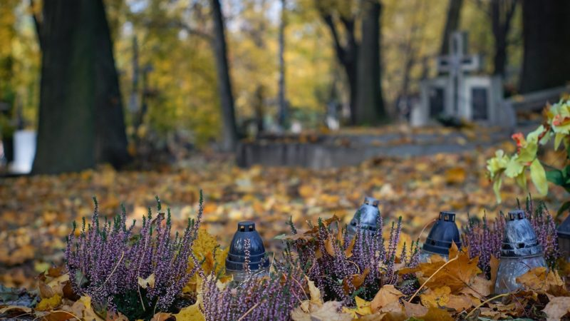 W Wszystkich Świętych nie odwiedzimy grobów bliskich