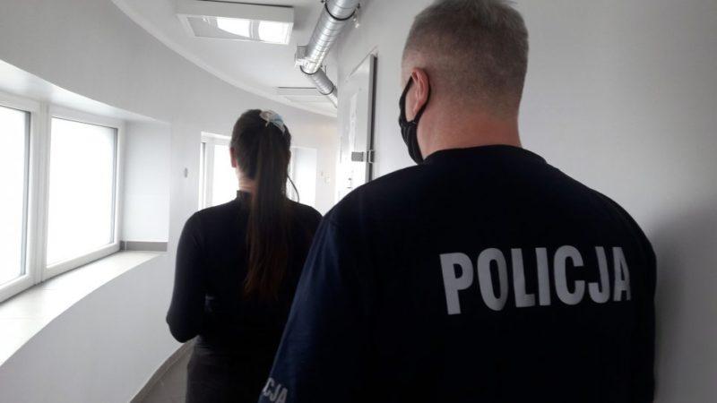 Kradzież w galerii. Podejrzane to 13 i 26-latka