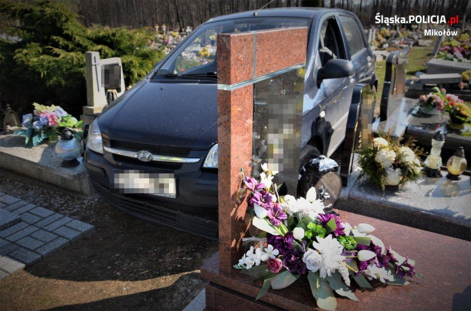 Senior wjechał na cmentarz, uszkodził 22 nagrobki!